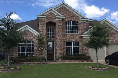 Lake view property, great outdoor space - Grand Prairie - Hus