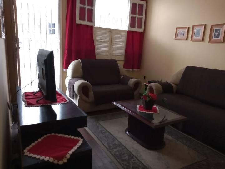 Quarto de casal c/ cozinha, sala e área de serviço
