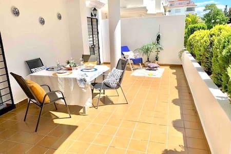 Sunny apartment! Limpio y seguro para los tuyos!