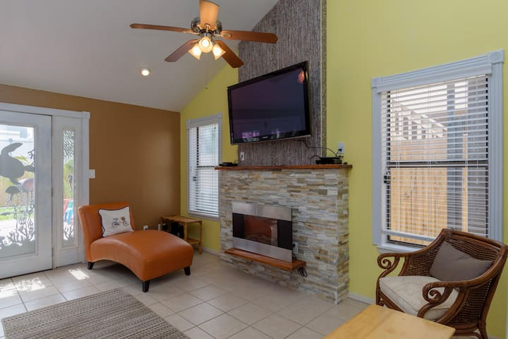 Cozy, private single story townhome with backyard & grill!