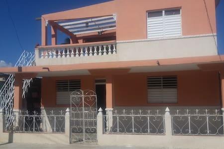 Casa Belkis y Soris en Casilda, Trinidad - Casilda - Aamiaismajoitus