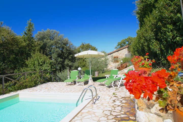 Typical Tuscan cottage close to Siena sleeps 4 - Casole d'Elsa - Willa