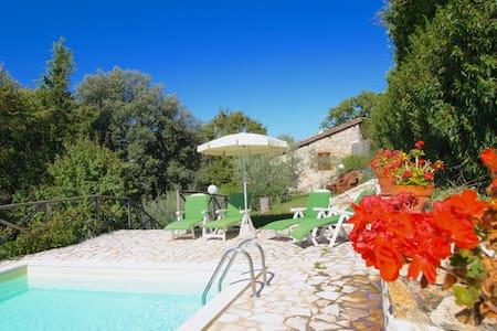 Typical Tuscan cottage close to Siena sleeps 4 - Casole d'Elsa - Villa