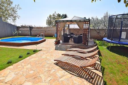 Holidayhome with pool for 6-8 - Juršići - 公寓