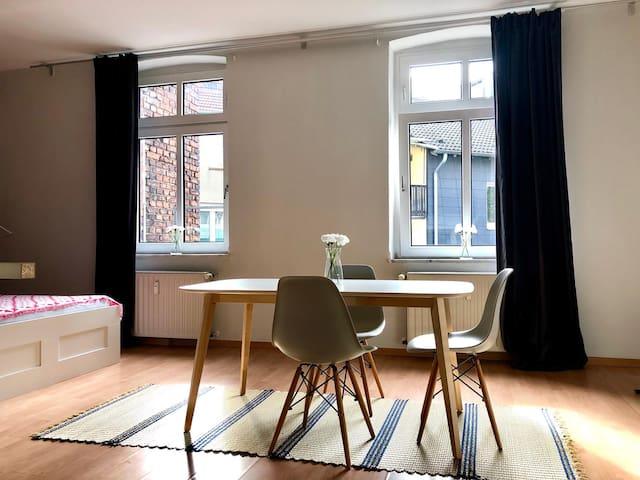 Voll möblierte Altbauwohnung in Düsseldorf