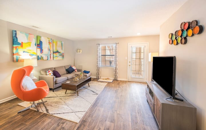 Clean, cozy apartment home | 2BR in Central