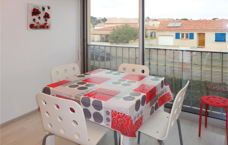 Holiday apartment with 1 bedroom on 40 m² in Gruissan