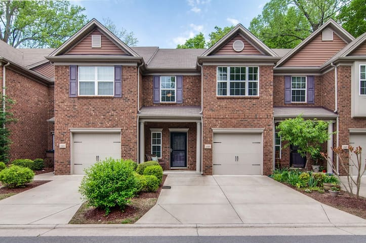 Beautiful PRIVATE B+B, Ideal Area! - Nashville - Townhouse