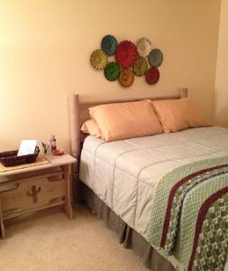 The Comfort Zone, welcome to my place! - Caldwell - Casa