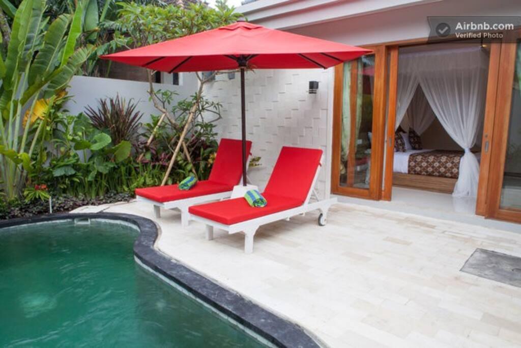 villa avec piscine priv e 1 chambre romantique villas louer kuta utara bali indon sie. Black Bedroom Furniture Sets. Home Design Ideas
