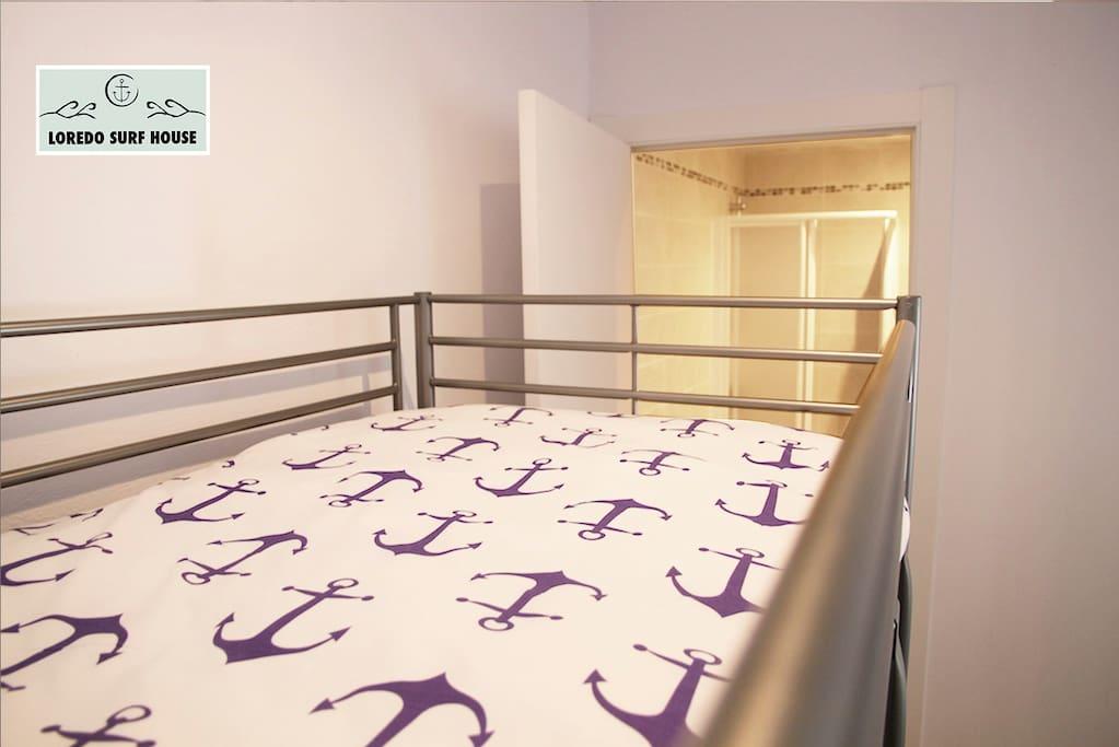 Habitación compartida o para grupos de 6-8 con baño/ Ensuit shared dorm or group room for 6-8 people