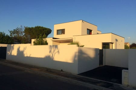 Studio of 20 m2 in new contemporary villa - Lignan-sur-Orb - Hus