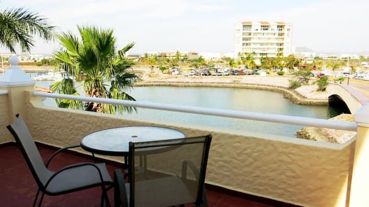 Villa de Lujo 3 Recámaras 3 pisos orilla del agua