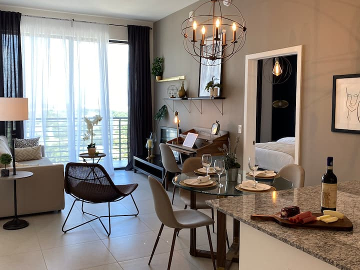 NEW VINTAGE LUXURY APARTMENT IN DOWNTOWN DORAL