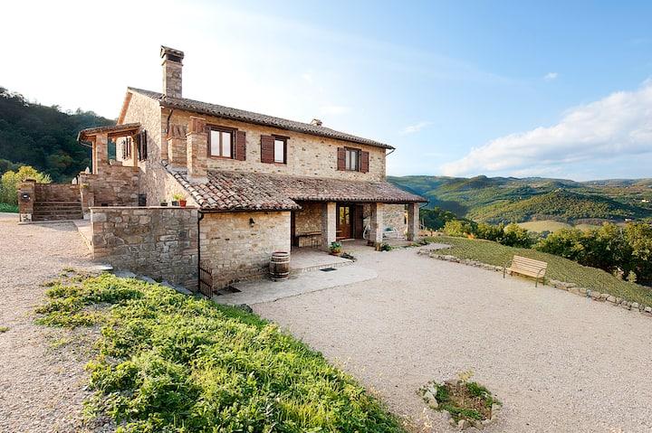 Camera matrimoniale in Casale tipico Umbria