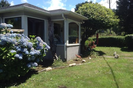 Ocean Time Bed & Breakfast - Yachats - Hus