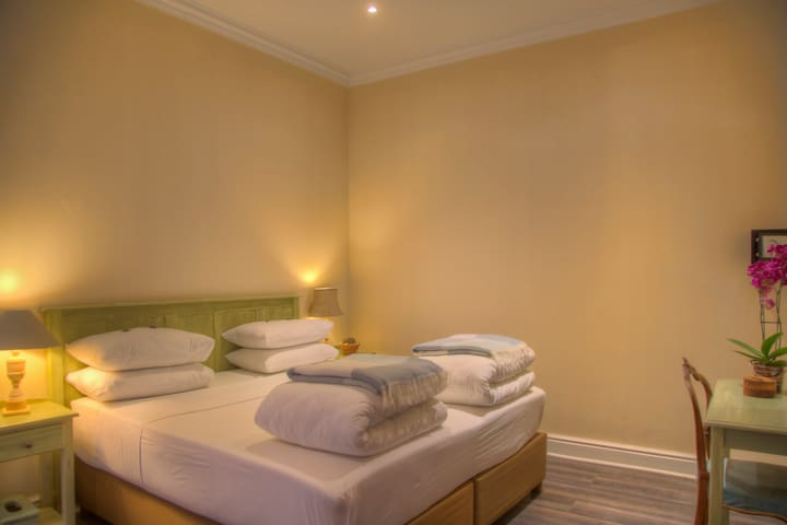 The Lookout Guest House -Luxury Suite 5