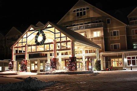 Attitash Ski Resort, sleeps 8, premier property - Bartlett - Condominium