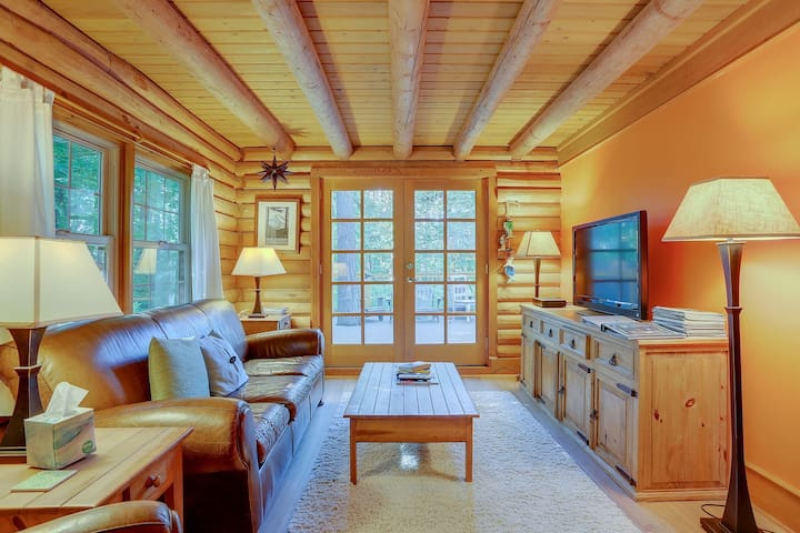BAJA NORTE - Cozy log cabin, perfect for a winter getaway!