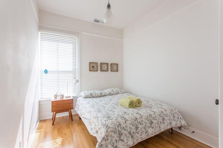 Sunny Room in Beautiful Victorian - Santa Cruz - Lägenhet