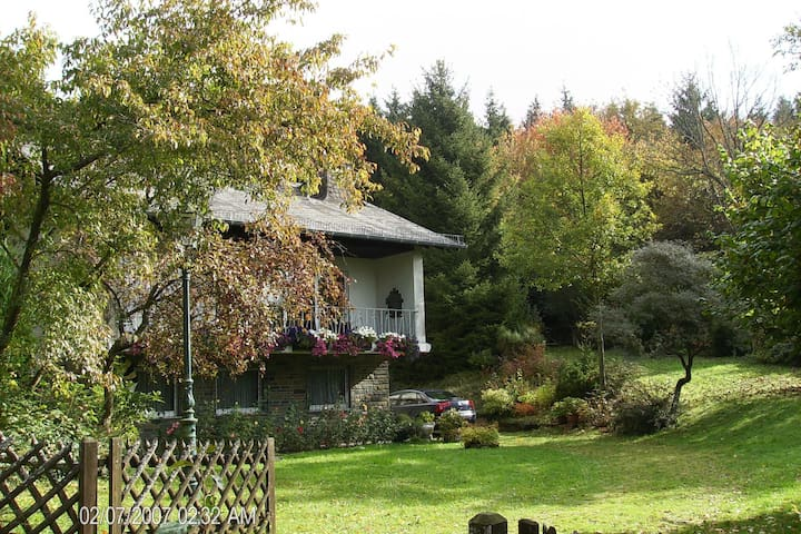 Detached house with lots of privacy, large sheltered garden near Daun