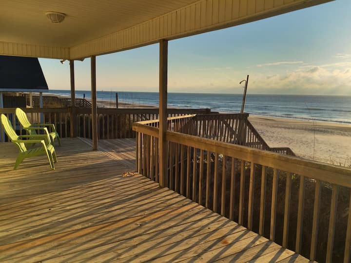 Isea - Ocean Edge, Covered Porch & Endless beach.