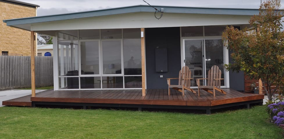 Beautiful beach house directly opposite the beach - Indented Head - House