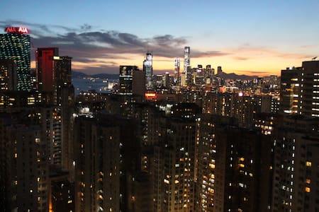 Hong Kong Island balcony apartment - Hong Kong  - Byt