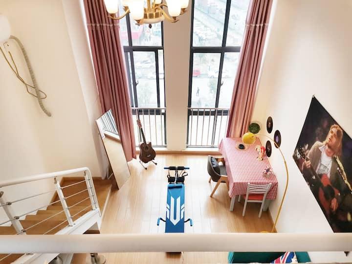 【青春•集结号】瑶海万达广场小吃街loft复式健康运动风公寓