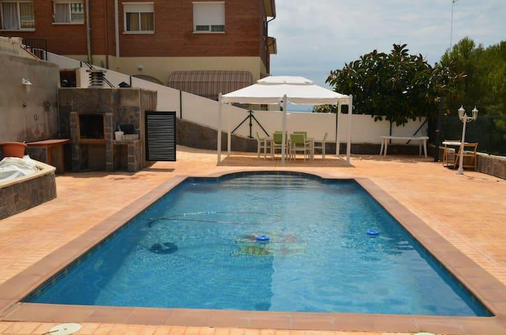Casa vacacional con piscina - Roda de Berà