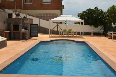Casa vacacional con piscina - Roda de Berà - Casa
