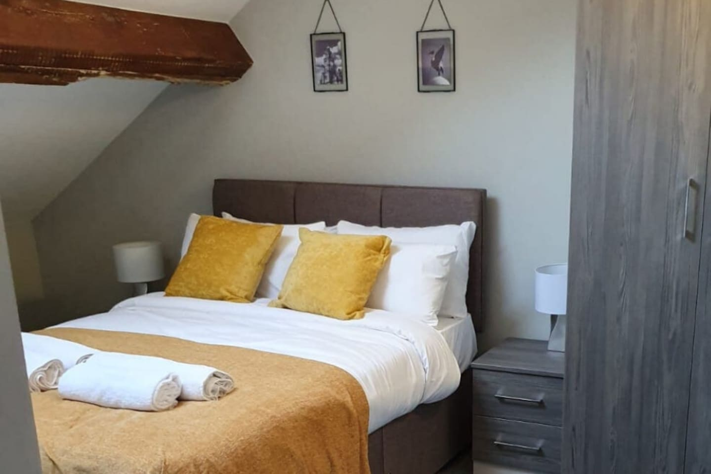 Double bed in the separate bedroom.