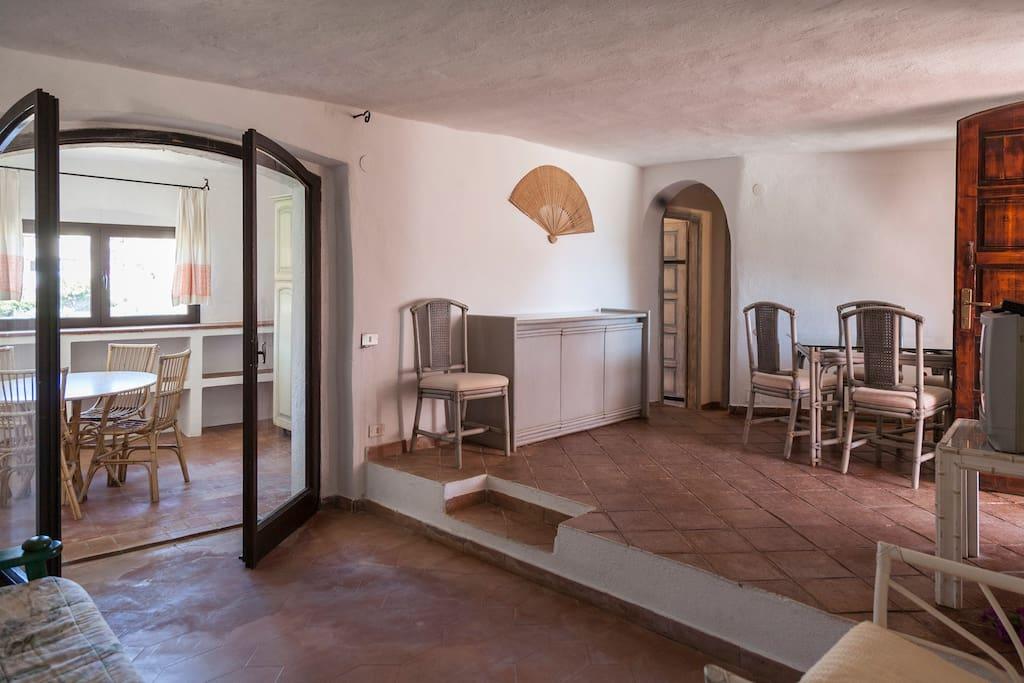 ampio salone  e cucina