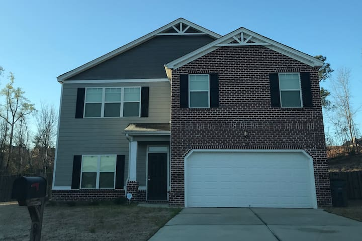 (Masters Week) 5 Bed 3 Bath with Gym and Library