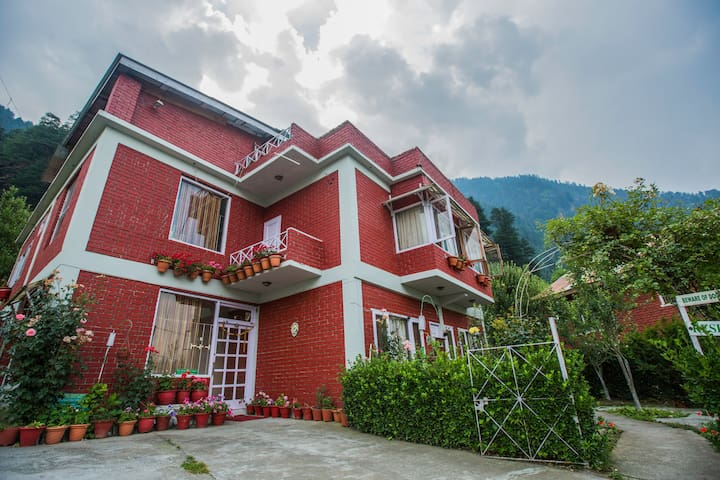 A Homestay in manali with exquisite views