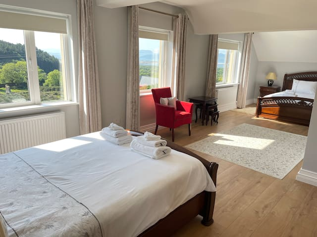 Master bedroom. 1 Super-king bed 1 Double bed