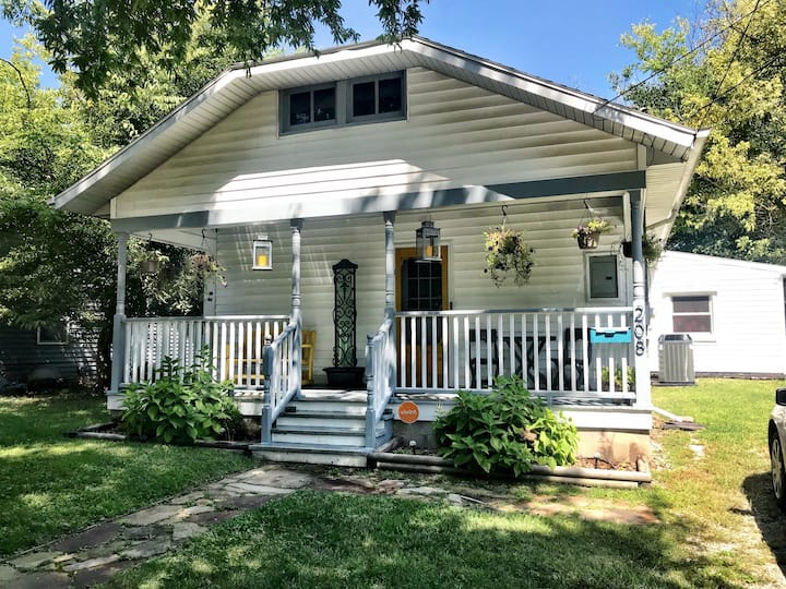 Charming 3 bedroom bungalow in Downtown Carbondale