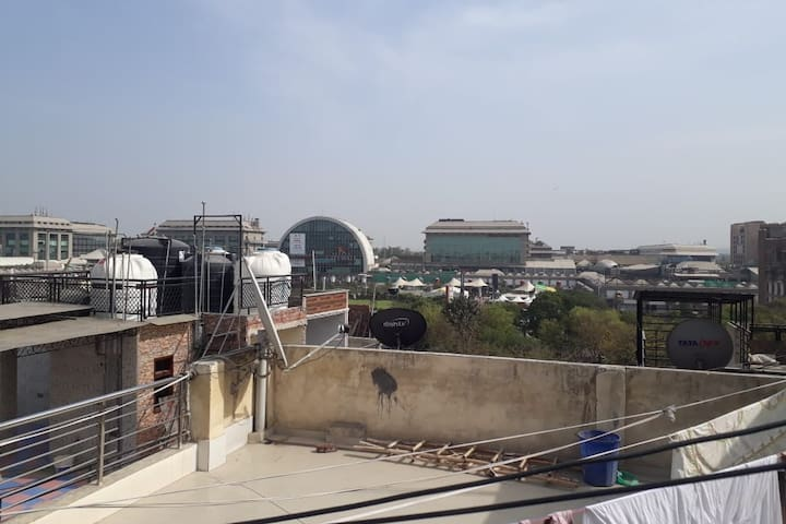 Studio apartment overlooking Select City Walk Mall