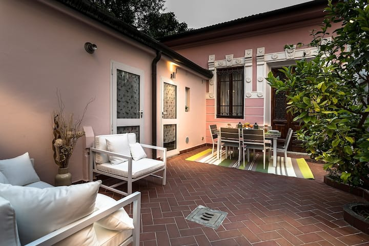 VILLA PAOLA house close to the Beach in VIAREGGIO