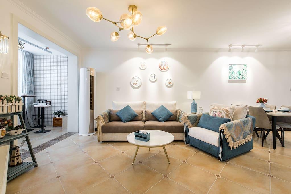 客厅 舒适柔软的沙发
