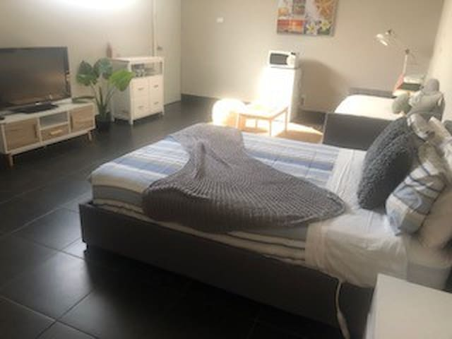 Guest Room - Close to Semaphore Beach