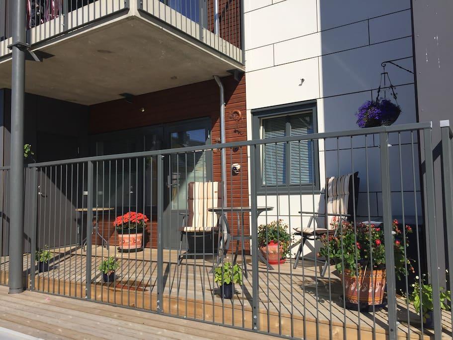 Egen veranda med møbler