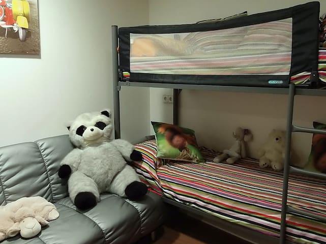 Habitación infantil: litera y sofá cama