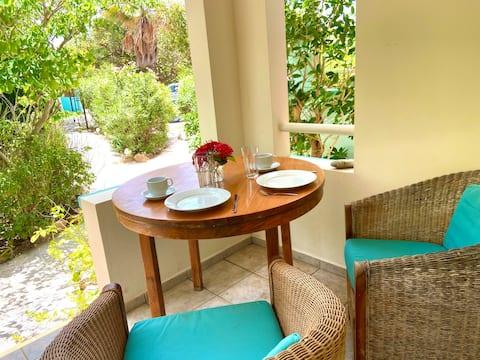 Tiki Sunchi, Coastal Studio with Resort Amenities