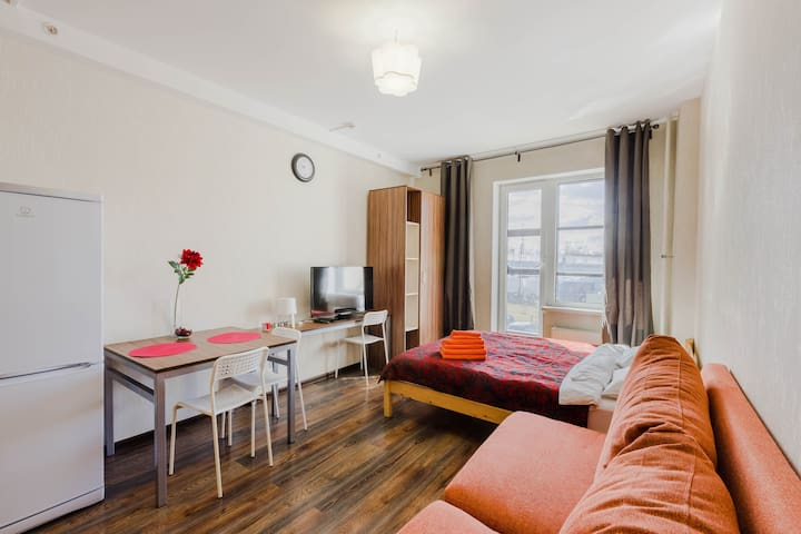 Beautiful flat with balcony next to Pulkovo Park