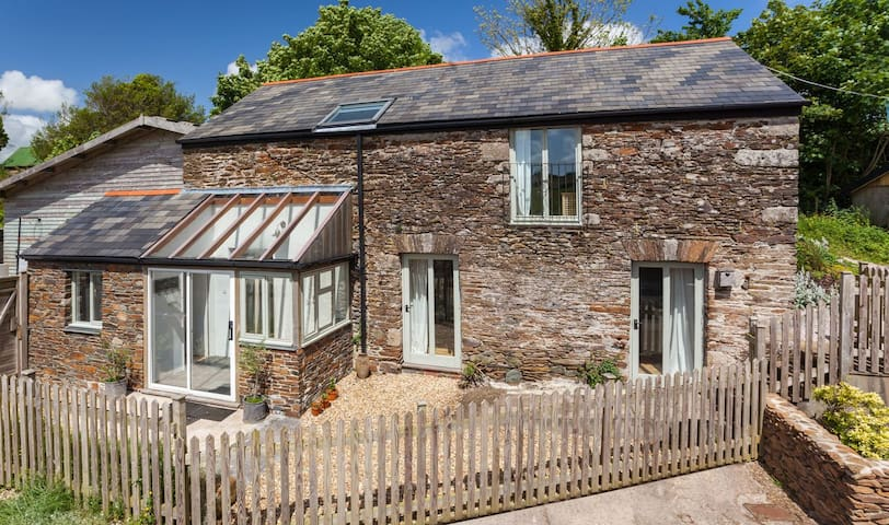 Beautiful stone cottage in lush Devon countryside - Avonwick - Gästhus