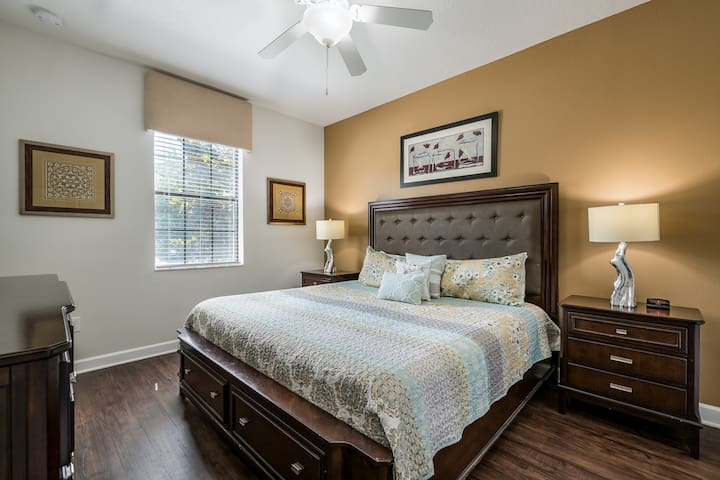 Main Floor King with ensuite