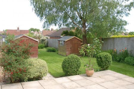 Hungerford: Private double room and own bathroom - Hungerford - Casa
