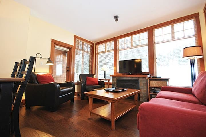 Settler's 6: 1BR, Sleeps 5 with Private Hot Tub