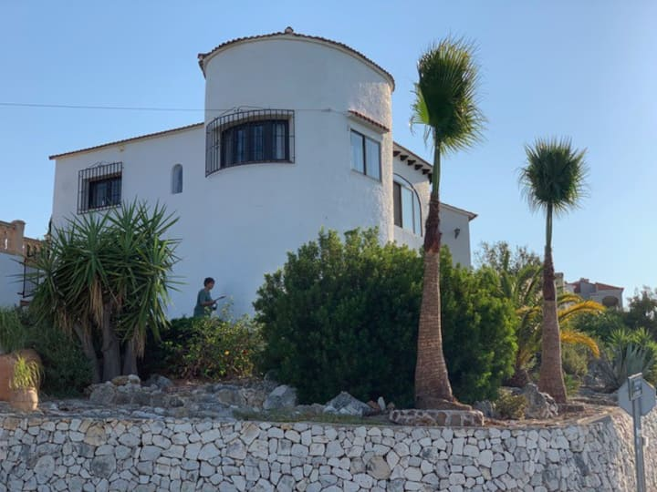 New! Lovely villa, great views, close to beaches.